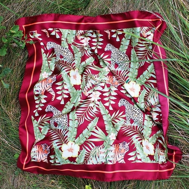 Square silk scarf Tigers and Leo